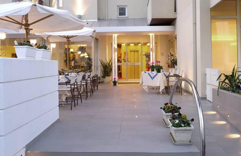 Hotel Nives Riccione, Hotel per Famiglie | Hotel Nives Riccione
